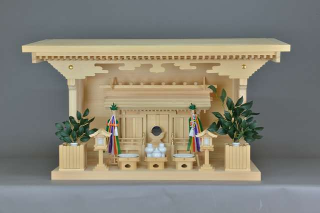 施工例14別誂えの神棚板の製作 厚屋根通三社宮(中)と特別神具セット