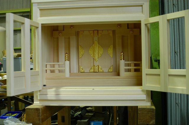 2尺型御霊舎に高欄を取付