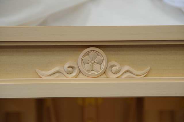 2尺型御霊舎板建具 家紋彫刻