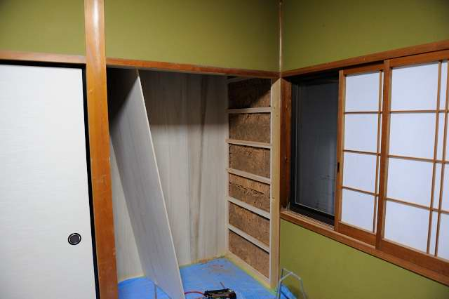 御霊舎施工例5 下地製作 壁桐板貼り