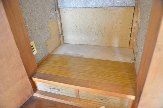 御霊舎の施工例10設置前の壁と床