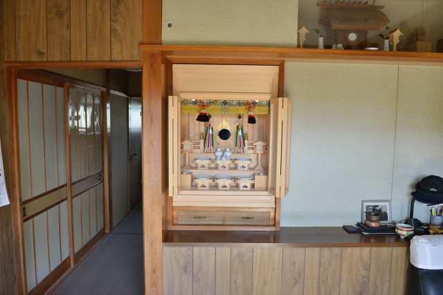 御霊舎の施工例10 神具を並べる
