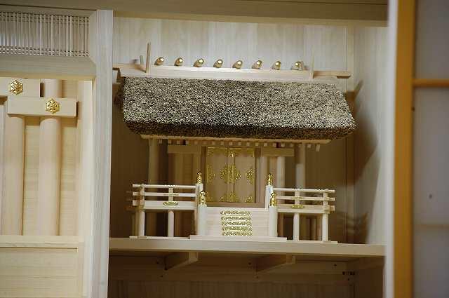 御霊舎施工例2 神棚に茅葺一社宮正殿型を設置