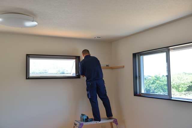 施工例11神棚用棚板の取付 施行の様子