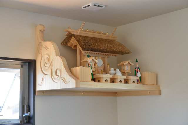 施工例11神棚用棚板の取付 茅葺一社宮