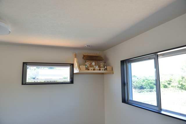 施工例11神棚用棚板の取付 お宮と神具を設置