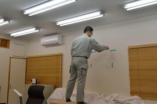 施工例13 雲板付格子棚板の取付 下地探し