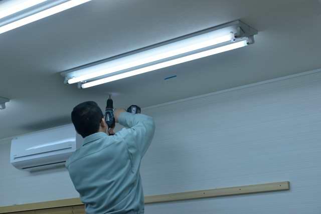 施工例13 雲板付格子棚板の取付 天井下地探し