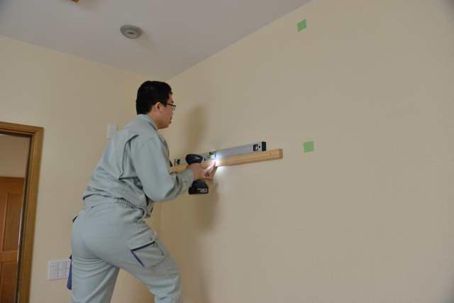 施工例14別誂えの棚板および神棚の取付 棚受けの取付