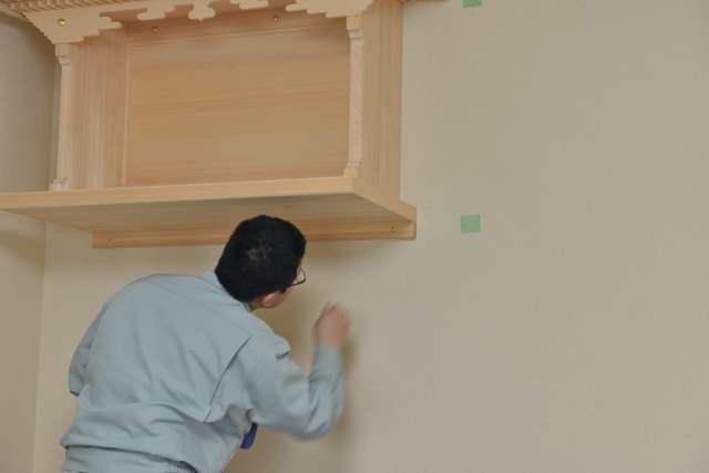 施工例14別誂えの棚板および神棚の取付 釘隠し金具