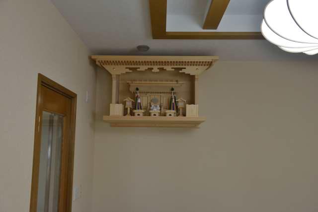施工例14別誂えの棚板および神棚の取付 厚屋根通三社宮(中)と特別神具セット