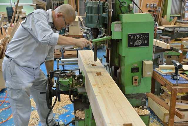 施工例15冠木門の製作 穴開け加工