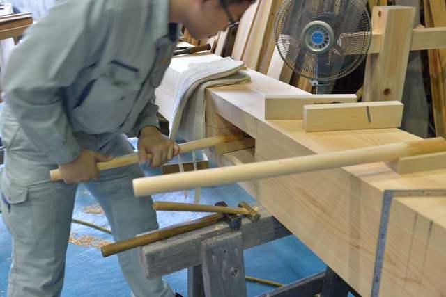 施工例15冠木門の製作 穴鉋仕上げ