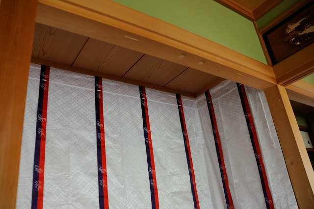 施工例1神床製作と御霊舎取付 神床の壁代