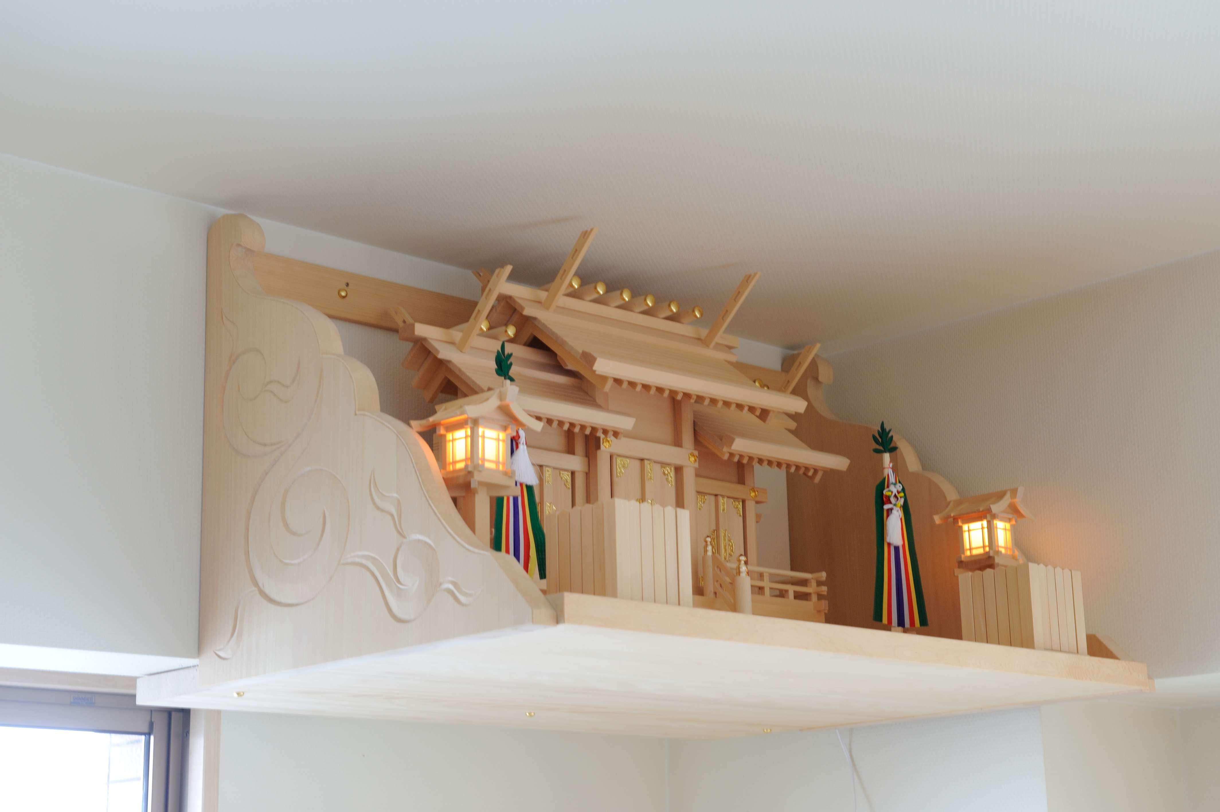 彫刻付棚板の取付 お宮を設置