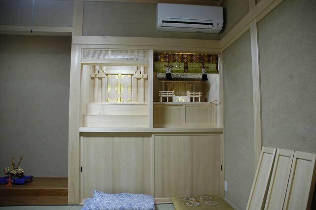 御霊舎施工例2 神棚に御簾を設置