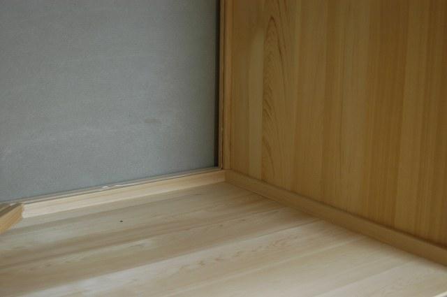 御霊舎施工例1 押し入れ改装 内部桧板貼り