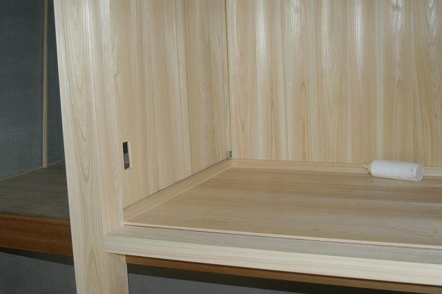 御霊舎施工例1 押し入れ改装 桧板貼り