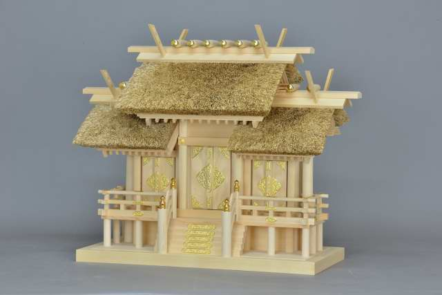 茅葺屋根の神棚 茅葺屋根違三社宮 中