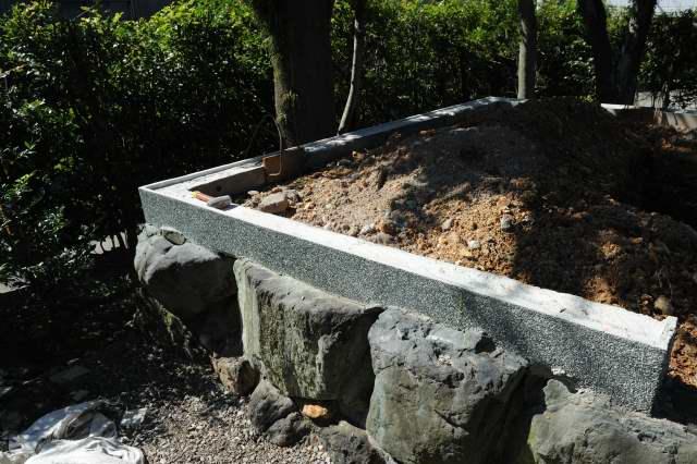 大口神社玉垣の基礎 洗い出し