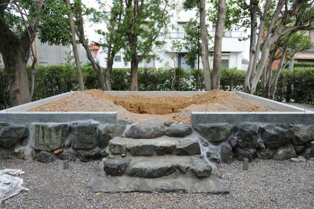 大口神社玉垣の基礎