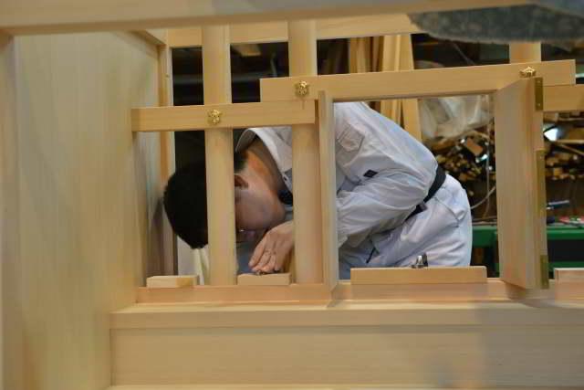 御霊舎施工例16 御霊舎の製作 御扉取付