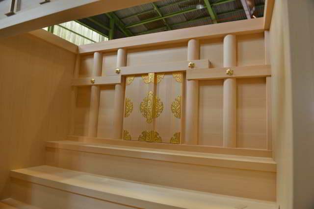 御霊舎施工例16 御霊舎の製作 御扉取付完成